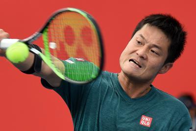 第2セット、正確なショットでオルソンを追い詰める国枝=東京・有明テニスの森公園で2019年10月6日、滝川大貴撮影
