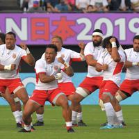 【フランス-トンガ】試合前にシピタウで闘志を高めるトンガの選手たち=えがお健康スタジアムで2019年10月6日、徳野仁子撮影