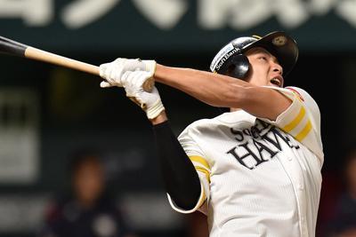 【ソフトバンク―楽天】一回裏ソフトバンク2死、柳田が右中間に同点本塁打を放つ=ヤフオクドームで2019年10月6日、須賀川理撮影