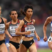 女子5000メートル決勝、力走する田中希実(右から2人目)=カタール・ドーハで2019年10月5日、久保玲撮影
