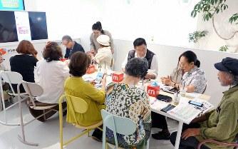 NTTドコモとメルカリが始めた「みんなのメルカリ教室」。写真はdガーデン五反田店