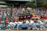 A float shaped like a riverboat is seen during the Nagasaki Kunchi festival at Suwa Shrine in Nagasaki, on Oct. 7, 2019. (Mainichi/Minoru Kanazawa)
