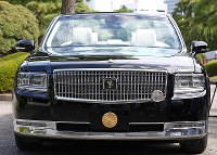 An open-top car to be used by Emperor Naruhito and Empress Masako during the Oct. 22 ceremony to mark his enthronement, is unveiled to the press by the Imperial Household Agency at the Imperial Palace in Tokyo's Chiyoda Ward on Oct. 7, 2019. (Mainichi/Junichi Sasaki)