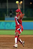 2004 Athens Olympics -- Yukiko Ueno of the Japanese softball team pitches against China to achieve the first perfect game in Olympic history. The team won the bronze medal. (Mainichi/Takeshi Noda)