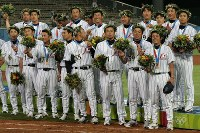 2004 Athens Olympics -- The Japanese baseball team wins the bronze medal. The team's manager, Shigeo Nagashima, had been hospitalized due to a stroke before the opening of the games, so head coach Kiyoshi Nakahata took charge of the team. The team was defeated by Australia in a semifinal but won the bronze medal match against Canada with a score of 11-2. (Mainichi/Takeshi Noda)