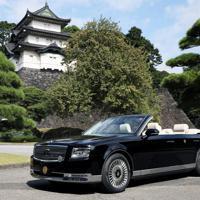 宮内庁が報道陣に公開した「祝賀御列の儀」で天皇、皇后両陛下が乗車されるオープンカー=皇居で2019年10月7日午前9時58分、佐々木順一撮影