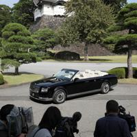 宮内庁が報道陣に公開した「祝賀御列の儀」で天皇、皇后両陛下が乗車されるオープンカー=皇居で2019年10月7日午前10時、佐々木順一撮影