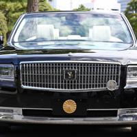 宮内庁が報道陣に公開した「祝賀御列の儀」で天皇、皇后両陛下が乗車されるオープンカー=皇居で2019年10月7日午前10時2分、佐々木順一撮影