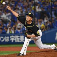 【DeNA-阪神】八回から登板した阪神の藤川=横浜スタジアムで2019年10月7日、丸山博撮影
