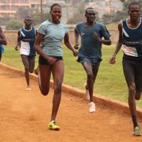 東京五輪出場を目指す南スーダン出身の難民選手ら=ナイロビ郊外で2019年7月27日午前9時35分、小泉大士撮影