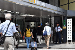 関西電力の株主総会に向かう株主ら=2019年6月21日、小松雄介撮影