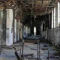 東日本大震災の火災の跡が残る旧門脇小の廊下=宮城県石巻市で2019年10月9日午後1時14分、和田大典撮影