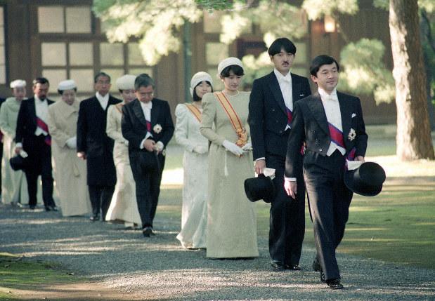 即位礼 皇族の出迎え見合わせ 参列する海外王室に 成年男性減り、慣習 ...