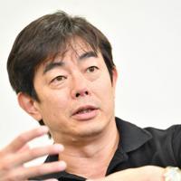 デビュー30周年を迎えた宮沢和史さん=大阪市北区で2019年9月30日、望月亮一撮影