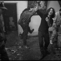春節大みそかを踊り明かす画家仲間たち=円明園画家村で1993年、徐志偉氏提供
