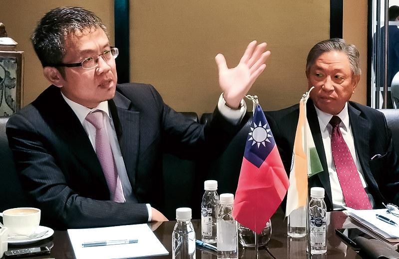 インドメディアと交流するTAITRAの劉副董事長(左)(NNA撮影)