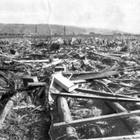 流失家屋の残がいに埋まった伊豆函南村=1958年9月29日