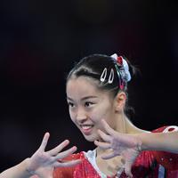 女子個人総合決勝で床運動の演技をする畠田瞳=ドイツ・シュツットガルトで2019年10月10日、宮間俊樹撮影