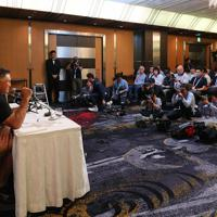 スコットランド戦のメンバーを発表し、記者の質問に答える日本代表のジェイミー・ジョセフ・ヘッドコーチ=東京都内のホテルで2019年10月11日午後1時33分、長谷川直亮撮影