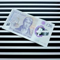 イングランド銀行(英中銀)は10日、画家J・M・W・ターナーの肖像画を採用した新たな20ポンド紙幣を公表した。代表撮影(2019年 ロイター)
