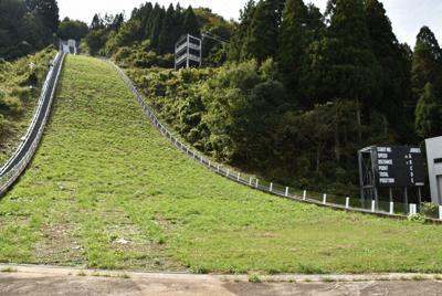 国体のジャンプ競技が行われる、県スキージャンプ場立山シャンツェ=富山市原で、高良駿輔撮影