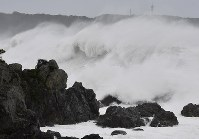 Surging waves hit rocks along a coast in Kushimoto, Wakayama Prefecture, on Oct. 12, 2019, as Typhoon Hagibis approaches. (Mainichi/Kenji Ikai)