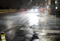Rain brought by Typhoon Hagibis lashes a street in the Tokyo suburban city of Hachioji on the evening of Oct. 12, 2019. (Mainichi/Hiroshi Maruyama)