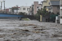 The Kano River in the Shizuoka Prefecture city of Numazu is seen flooded as a result of Typhoon Hagibis, on the afternoon of Oct. 12, 2019. (Mainichi/Kimi Takeuchi)