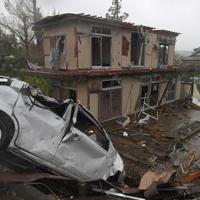台風19号が接近する中、竜巻とみられる突風で破壊された住宅地=千葉県市原市で2019年10月12日午後1時5分、手塚耕一郎撮影