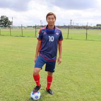 レッズランドにてボールと戯れる、埼玉T.Wings所属のブラインドサッカー日本代表・加藤健人