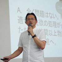 高校で性教育の講演をする今井伸医師(聖隷浜松病院提供)