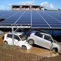 台風19号の影響で、流された乗用車=栃木県佐野市で2019年10月13日午前10時37分、小川昌宏撮影