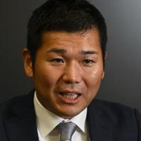記者の質問に答えるRIZAPの瀬戸健社長=東京都新宿区で2019年10月2日、藤井達也撮影