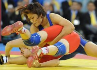 2008 Beijing Olympics -- Japan's Kaori Icho pins her opponent on her way to securing her second consecutive gold medal in the 63-kilogram division in women's wrestling. Her elder sister Chiharu captured the silver medal in the 48-kilogram division in the same sport. (Mainichi/Tomohisa Yazu)
