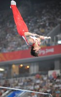 2008 Beijing Olympics -- Japan's Kohei Uchimura performs on his way to capturing the silver medal in the individual all-around event in men's gymnastics. Uchimura fell twice in the pommel horse event in the second round and was temporarily placed at the bottom among 24 competitors. But he moved up to second place by showing nearly perfect performances in his three rounds in the latter half. (Mainichi/Tomohisa Yazu)