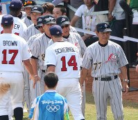 2008 Beijing Olympics -- The Japanese baseball team managed by Senichi Hoshino shakes hands with American players after Japan lost in the bronze medal match following its earlier defeat by South Korea in a semifinal. Japan finished with four wins and five losses in total in the event. (Mainichi/Naotsune Umemura)
