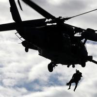 浸水地域では朝からヘリによる救助活動が行われていた=長野市で2019年10月14日午前8時、佐々木順一撮影