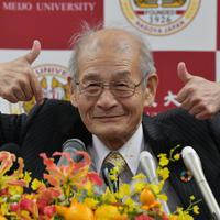 ユーモアを交えながら会見する吉野彰さん=名古屋市天白区の名城大で2019年10月14日午前、鮫島弘樹撮影