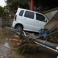 千曲川の堤防が決壊して濁流が流れ込んだ長野市穂保=長野市で2019年10月14日午後3時4分、丸山博撮影