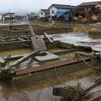 千曲川の堤防が決壊して濁流が流れ込んだ長野市穂保=長野市で2019年10月14日午後2時59分、丸山博撮影