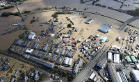 A residential area in Sukagawa, Fukushima Prefecture, is seen submerged due to Typhoon Hagibis in this photo taken from a Mainichi Shimbun helicopter on the morning of Oct. 13, 2019. (Mainichi)