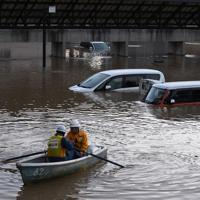 台風19号による大雨で1階が浸水した飯山市役所の駐車場=長野県飯山市で2019年10月13日午後5時5分(飯山市役所提供)