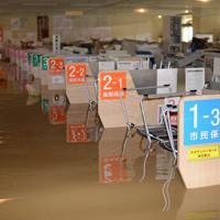台風19号による大雨で1階が浸水した飯山市役所=長野県飯山市で2019年10月13日午前11時45分(飯山市役所提供)