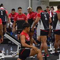 南アフリカ戦に向けて室内でトレーニングに臨む日本代表の選手たち=東京都内で2019年10月15日午前11時1分、藤井達也撮影
