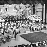 合唱付きで五輪賛歌が復活演奏されたIOC総会の開会式=東京都千代田区で1958年5月14日撮影