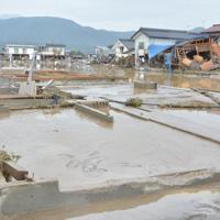 家屋が流され、基礎だけが残っていた=長野市穂保で2019年10月14日午前11時37分、岩崎邦宏撮影