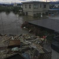 千曲川の堤防が決壊し一帯が浸水した長野市穂保地区=長野市穂保で2019年10月13日午前、住民提供