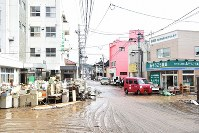 Muddy streets in the Minamimachiura district of Motomiya, Fukushima Prefecture, are seen on Oct. 14, 2019, after floodwaters were removed from the area. (Mainichi/Rikka Teramachi)
