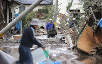 Residents clean up their houses that were flooded after a bank of the Chikuma River broke due to heavy rain caused by Typhoon Hagibis, in the central Japan city of Nagano on Oct. 15, 2019. (Mainichi/Yuki Miyatake)