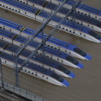 水につかった北陸新幹線の車両=長野市赤沼で2019年10月13日午前8時6分、本社ヘリから